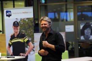 Tom Sligting doet veel optredens voor de overheid, hier voor de Politie