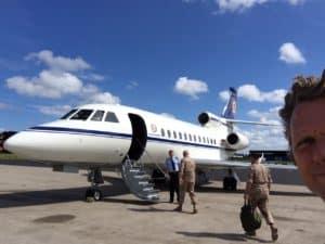 De prive jet waar Tom Sligting mee naar Afghanistan vloog voor een maatwerk comedy show