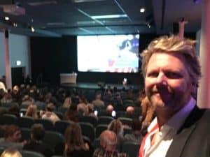 congres van landelijke politie met heerlijke show van comedian Tom Sligting