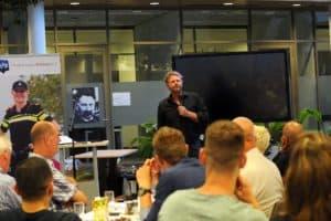 Tom Sligting met zijn weergaloze show voor de Politie Utrecht