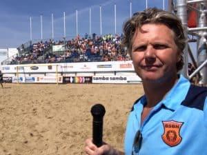 Tom Sligting werd gevraagd om Europees strand voetbal te verslaan, dus deed hij dat als comedian