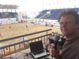 Tom Sligting in actie tijdens Europees strandvoetbal