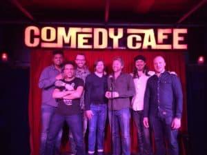 Comedians van het Comedy Cafe met in het midden Tom Sligting
