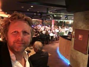 Mc van Tasty Comedy zit weer klaar voor een uitverkochte zaal Tom Sligting