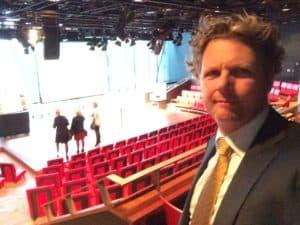 Verkiezing van zakenvrouw van het jaar met hilarische show van Tom Sligting