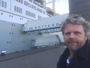 Als bootman mocht Tom Sligting ook optreden in de SS Rotterdam, toevallig is hij ook nog een van de beste comedians